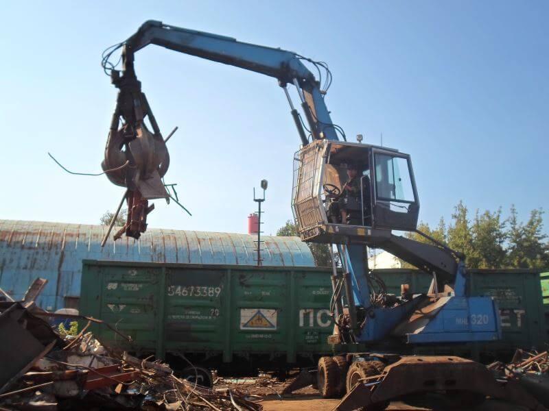 Круглосуточный вывоз металлолома в Москве грузовой спецтехникой ВторМеталл