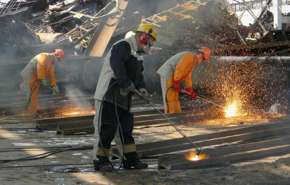 Круглосуточный демонтаж металла по самым низким ценам в смете прайс листа